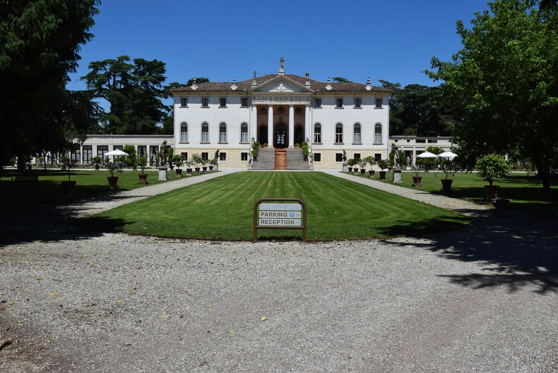 Villa Corner